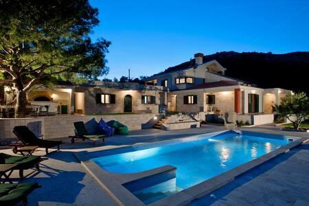 Luxury villa on Dalmatian coast - Prgomet - Villa