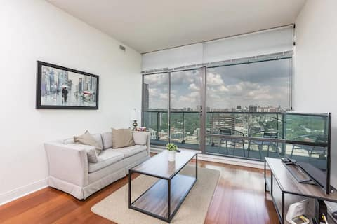 Modern Yorkville Suite - 1 Bedroom Condominium