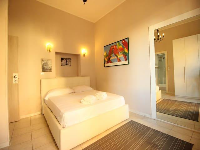Elegant Indipendent Room in Pigneto - Roma - Altres