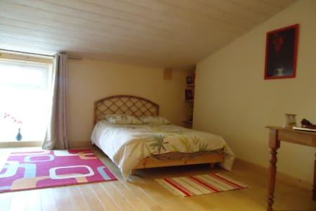 Chambre spacieuse  COTE VALLON - Monségur - Loft