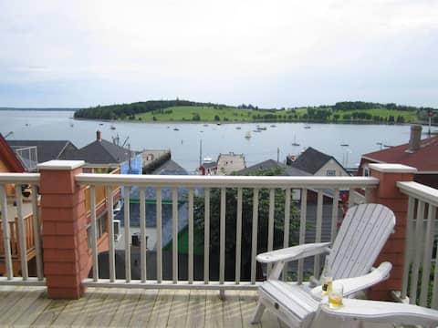 Ocean View Loft Overlooking Harbour
