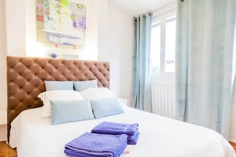 Belle chambre , bien située dans Aix. Parfait pour un week-end. Rodolphe a été arrangeant pour la récupération des clés. Merci à lui pour sa disponibilité.