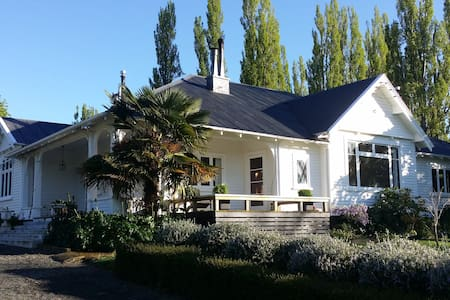 Waitio Homestead, beautiful garden close to cities
