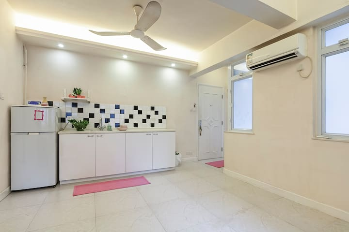 Spacious bright Studio in the heart of Central