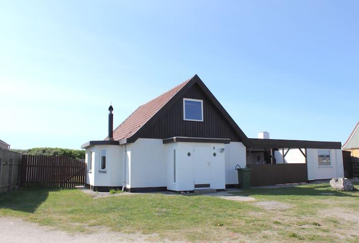 Vesterhavs sommerhus med direkte adgang til diget