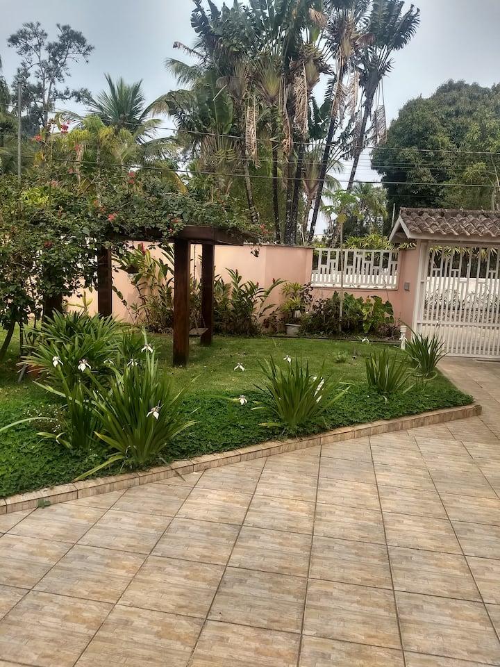 Casa climatizada a 50 metros da Praia do Lázaro