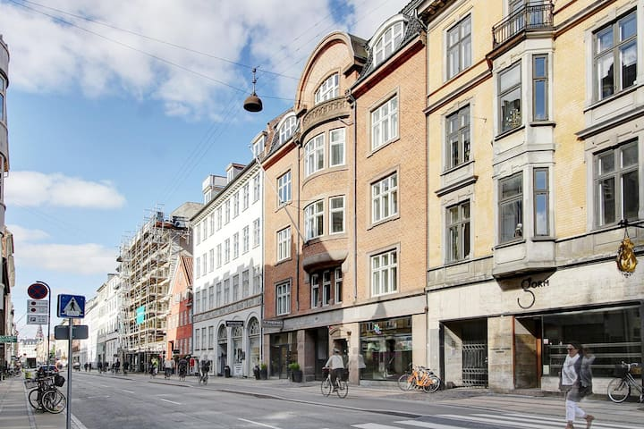 The red building is where we live - Store Kongensgade 69, 2 floor