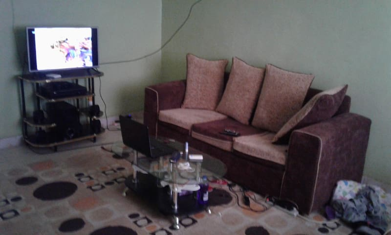 A private room in a spacious apartment - Nairobi - Flat