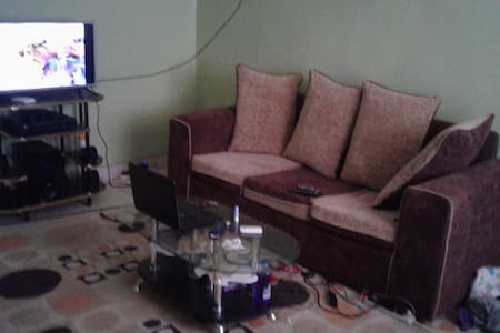 A private room in a spacious apartment - Nairobi - Huoneisto