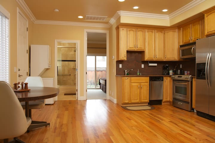 Luxurious & Quiet Home near Main St, Cupertino - Cupertino - Apartament