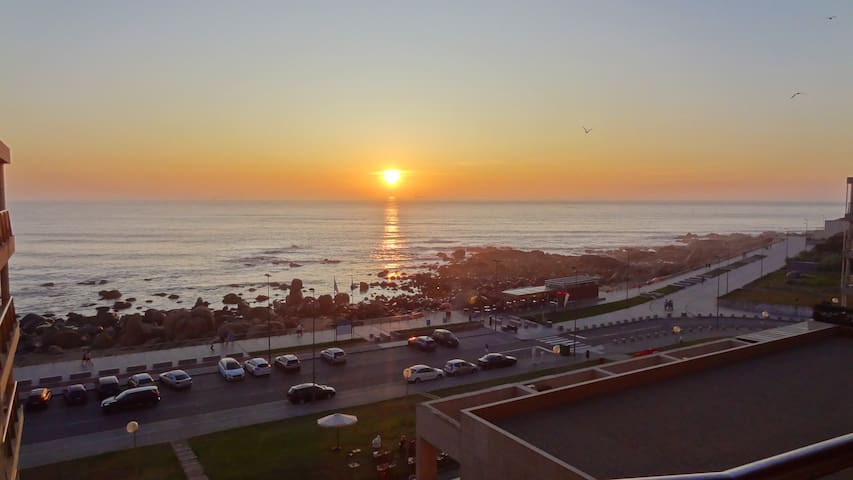 Beach front luxury apartment, 10 min from Porto.