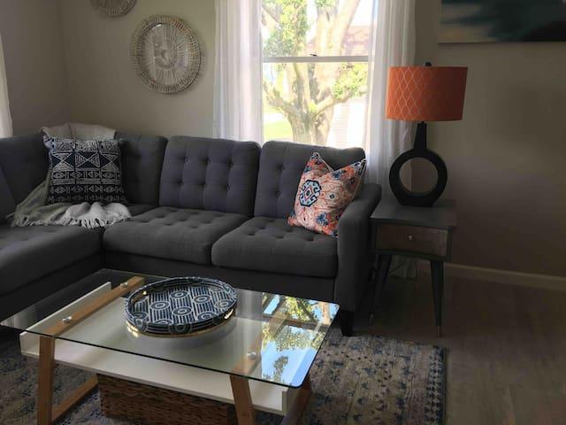 Perfect Getaway/Remodeled 2 bedroom ranch