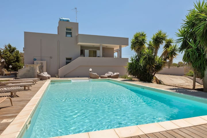 Refreshing Villa in Ugento with Private Swimming Pool