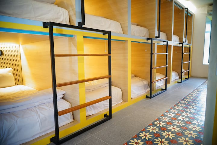 Borough Capsule Hostel Bali (Single Bed)