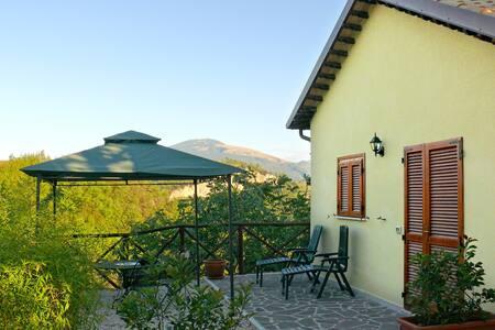 Circondati dalla natura ad Ascoli - แอสโคลิ ปิเซโน - ที่พักพร้อมอาหารเช้า