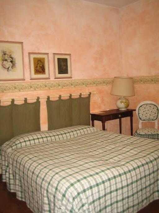 camera matrimoniale + un letto singolo con bagno