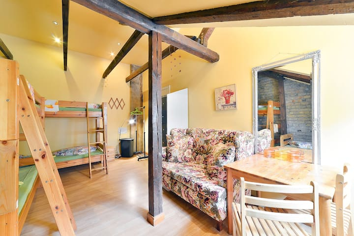 CentralHostel/4 Bed Mixed Dormitory