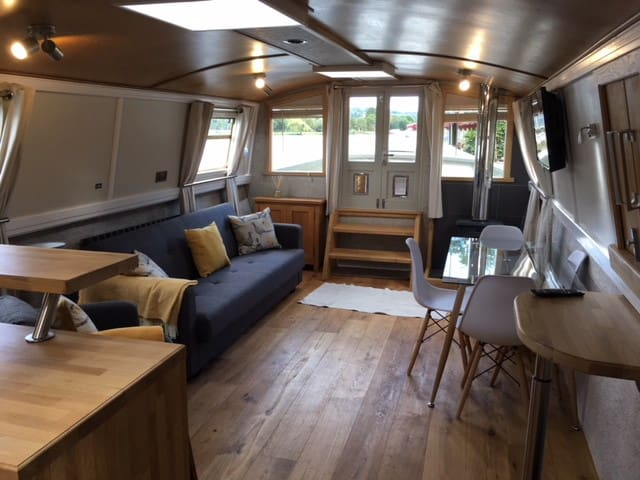Light & Airy Houseboat - River Thames