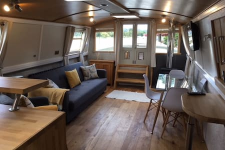 Modern Houseboat - River Thames