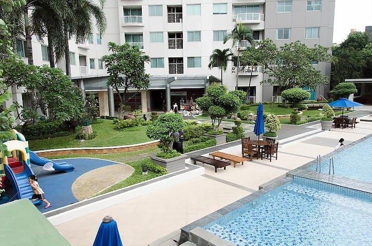 5mins walk>MRT Spacious 1BR Apartment
