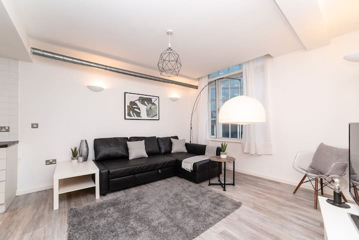 Cosy City Centre Apartment, Sleeps 4, Free Parking