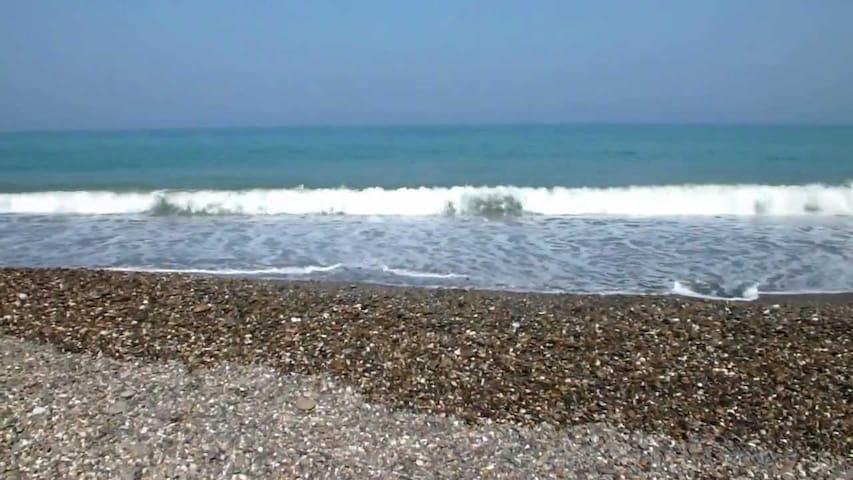 3min de marche et voilà la plage - Oued Laou - Daire
