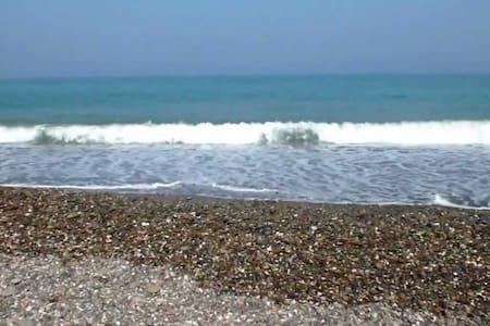 3min de marche et voilà la plage - Oued Laou