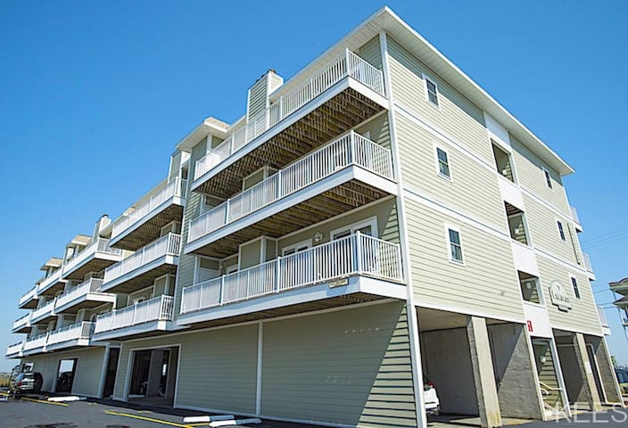 Bayside at Mamas - Lucayan 2 Bedroom Deluxe Condo