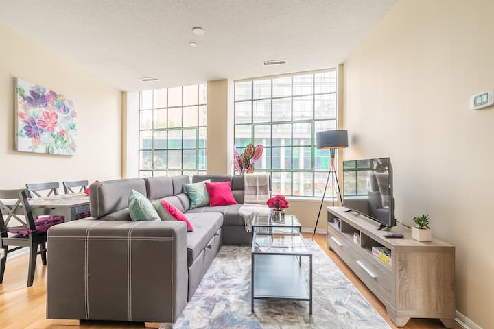 Modern 3BR Suite - Bay/College in Downtown Core