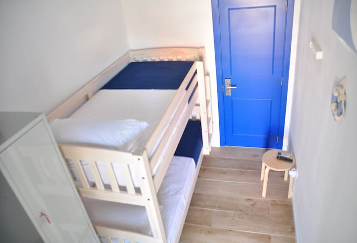 Budget Twin Room in Hostal Porto Mar