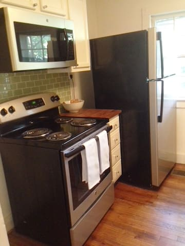 It's not shown here, but there is a stackable washer and dryer unit in the kitchen too.