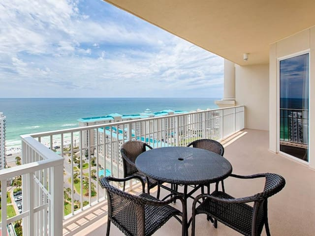 Gorgeous Condo, Nice View, Sleeps 9! Onsite Golf, Tennis, Arcade, & Dining