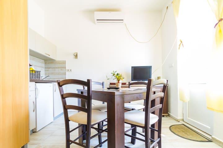 Belane Studio Apartment number 5 in Modern Area