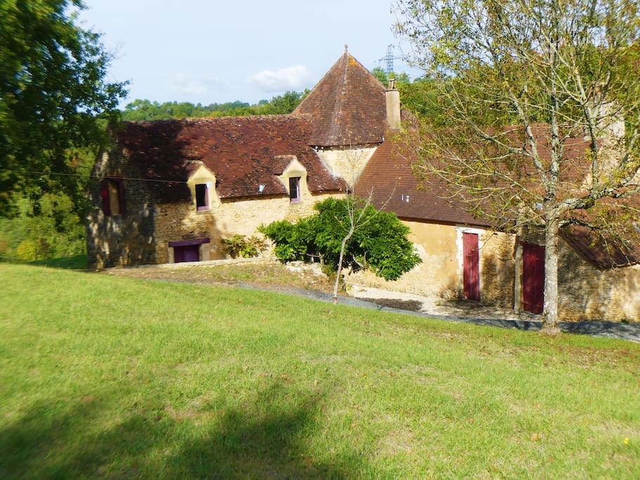 la maison lors de votre arrivée / Arrival at combe d'aurival cottage