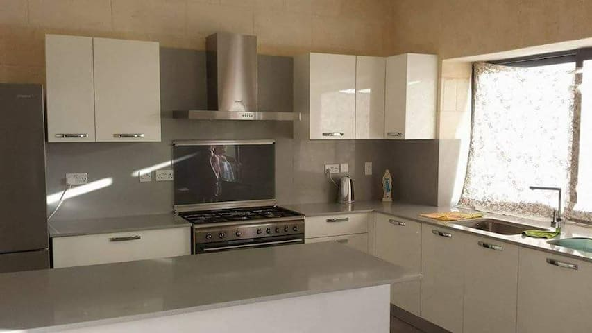 Unfurnished Qala Gozo Malta house w/pool & views
