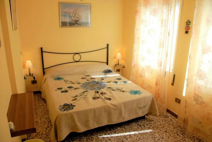 Camera girasoli in villa al mare con bagno privato