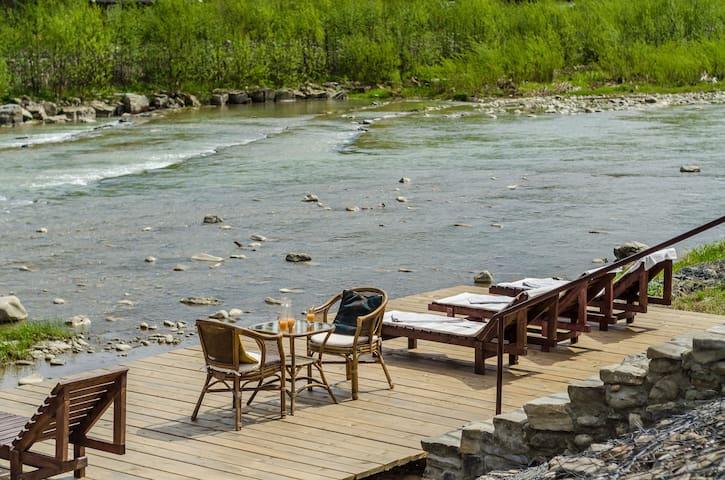 Шале на берегу горной реки
