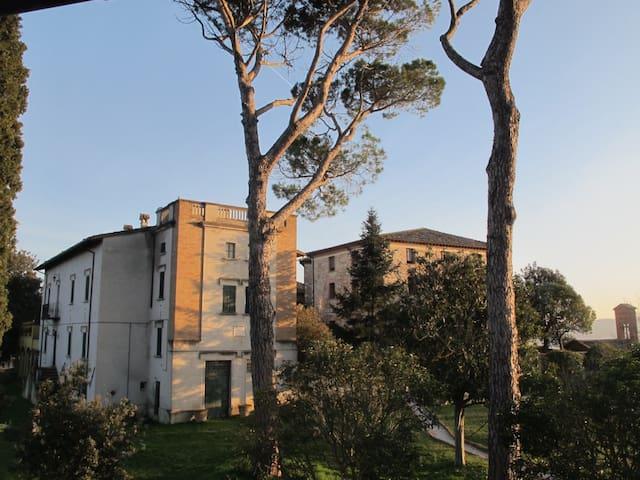 Camera tripla in raffinata Villa di campagna ,Todi - Todi - Casa de huéspedes