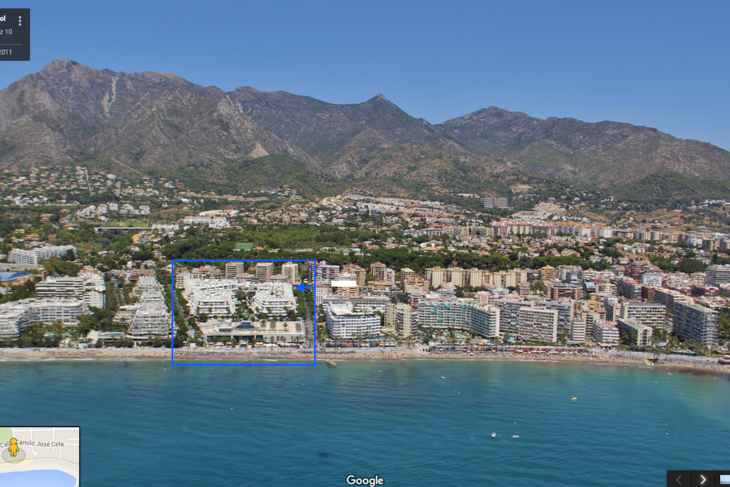 Ideally located in the middle of Marbella, steps from the beach.