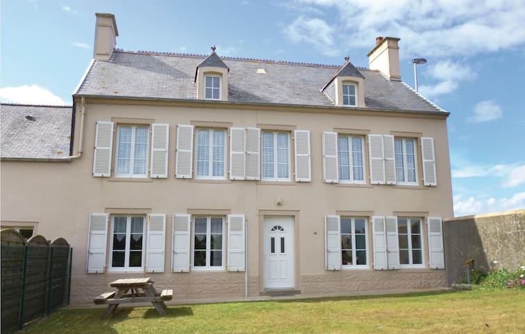 Semi-Detached with 4 bedrooms on 110m² in Saint-Marcouf