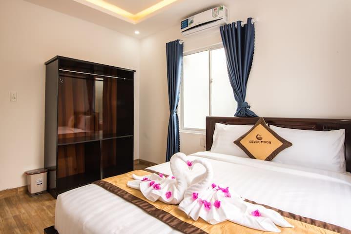 private room near center
