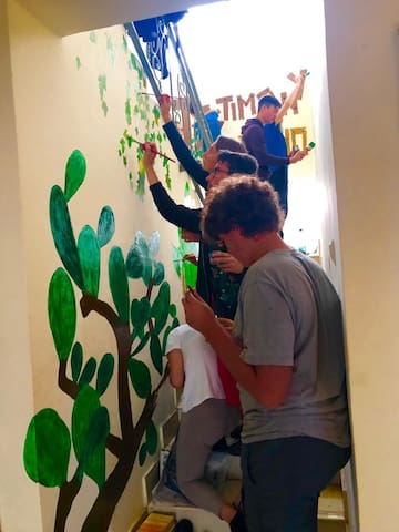 Volunteer Team adding personal touch to the home