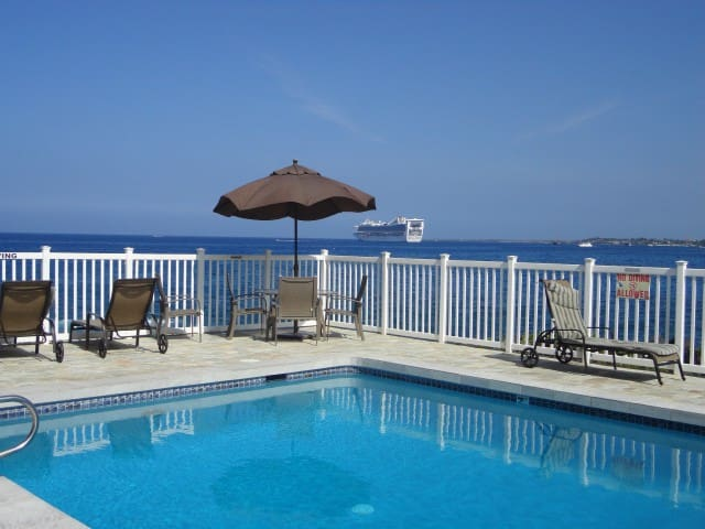 Clean Oceanfront Pool Beauty! - Kailua-Kona - Kondominium