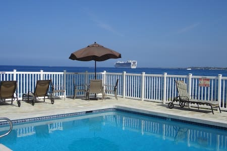 Clean Oceanfront Pool Beauty! - Kailua-Kona - Selveierleilighet