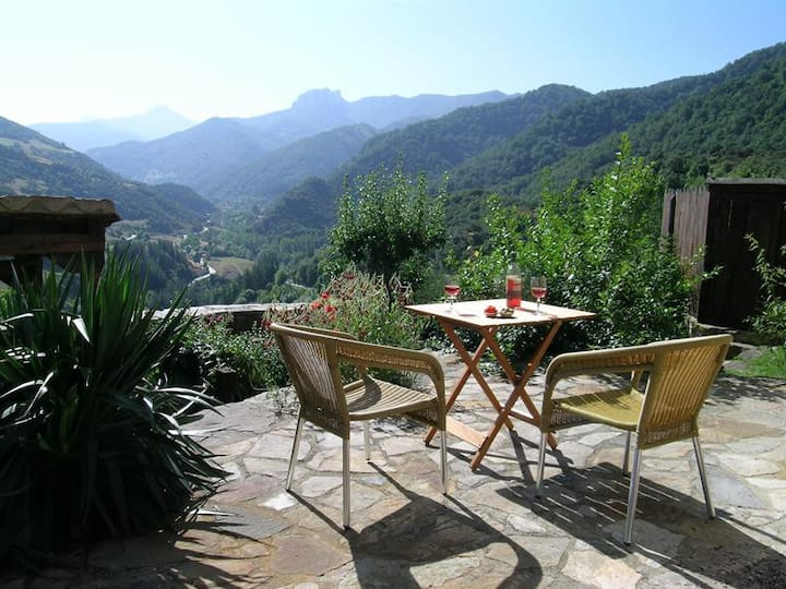 Olmares Terrace Apartment in the Picos de Europa