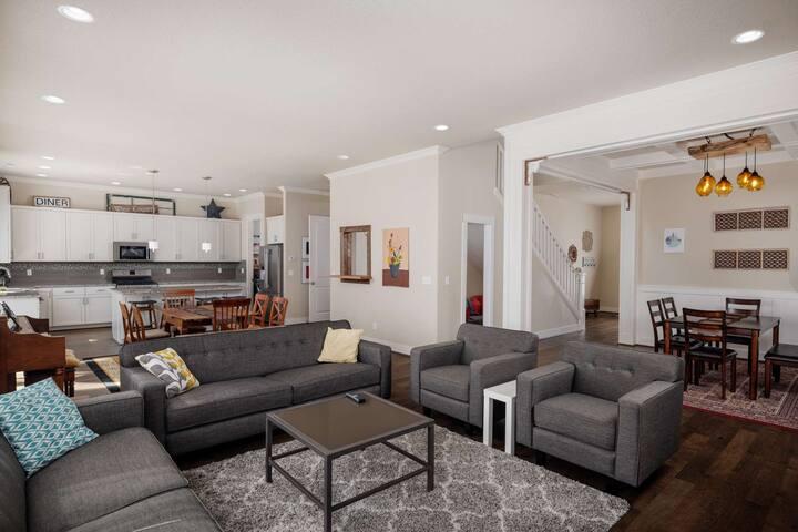 NW Portland Home, Huge Open Floor Plan, Walk to Parks for Families, Neighborhood Pool, Patio w/ BBQ