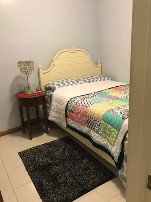 You will sleep well in your home away home in this full size bed.