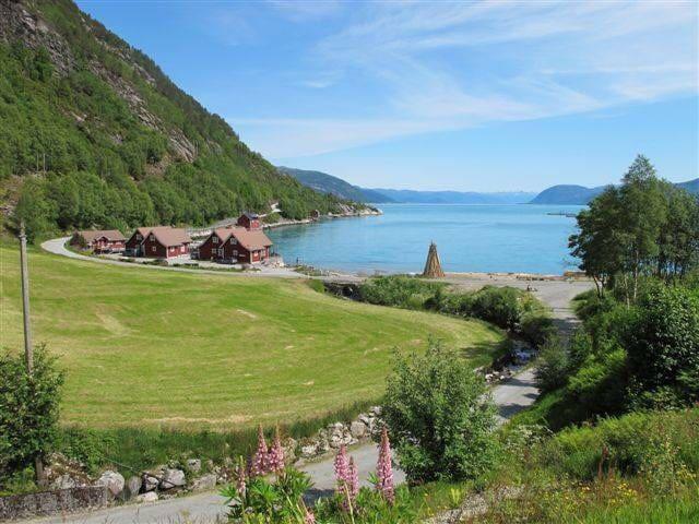 Hytter ved Sognefjorden Max 8 pers min 2 days.