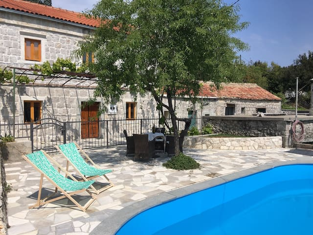 Villa Napa with pool and parking - Donja Banda - House
