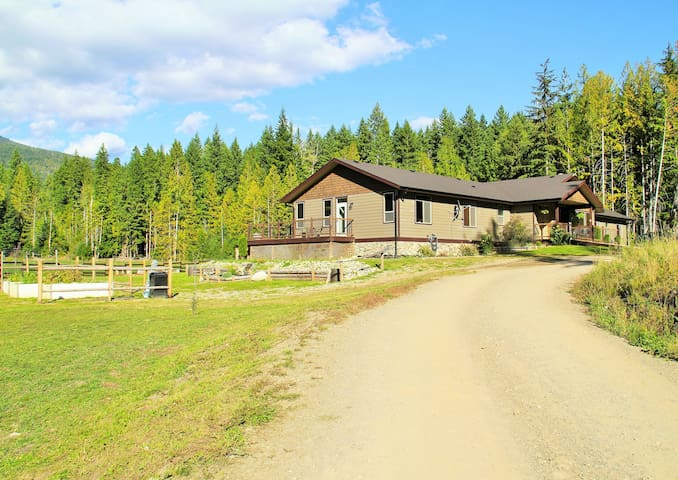 Country Home in the Shuswap - Magna Bay - House